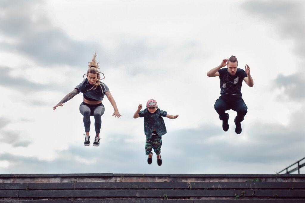 parkour-seinäjoki-sirkus-muudi-sirkusmuudi-perhe-perheen-yhteinen-harrastus-perheharrstus-perheharrastaa