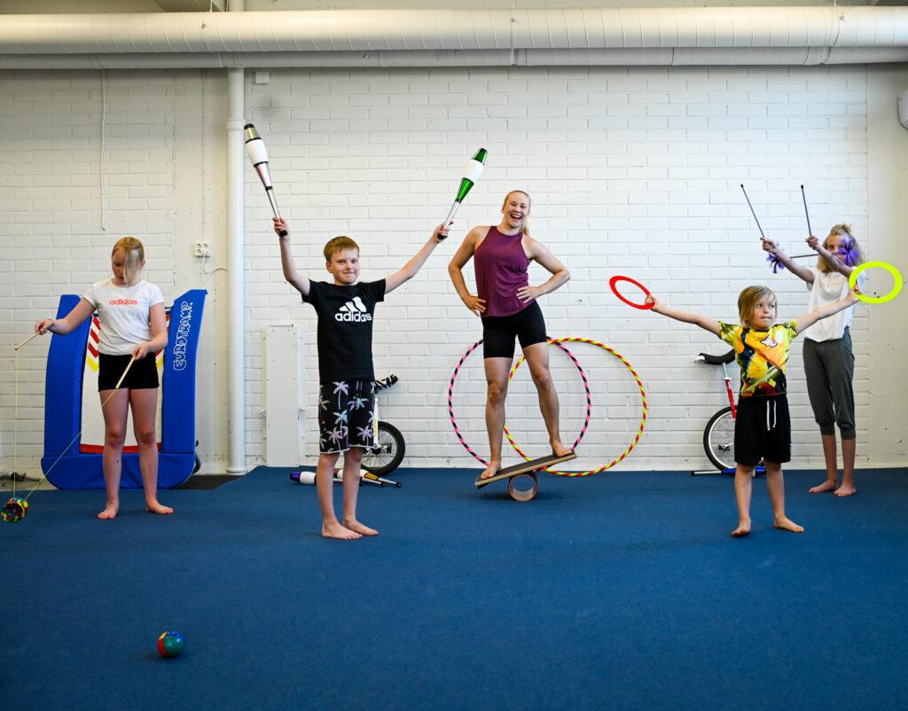 seinajoki-etela-pohjanmaa-sirkus-sirkus-tyopaja-tyopajat-tapahtumat-sirkuskoulu-sirkus-muudi-sirkusmuudi-lapset-nuoret-aikuiset-ikaihmiset