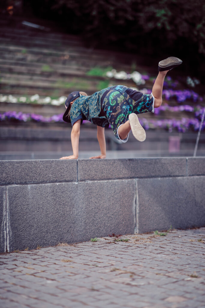 seinäjoki-parkour-parkour-harrastus-lapselle-harrastus-lapsi-harrastaa-6v-7v-8v-9v-liikunnallinen-harrastus-luova-harrastus-sirkus-muudi-sirkusmuudi.