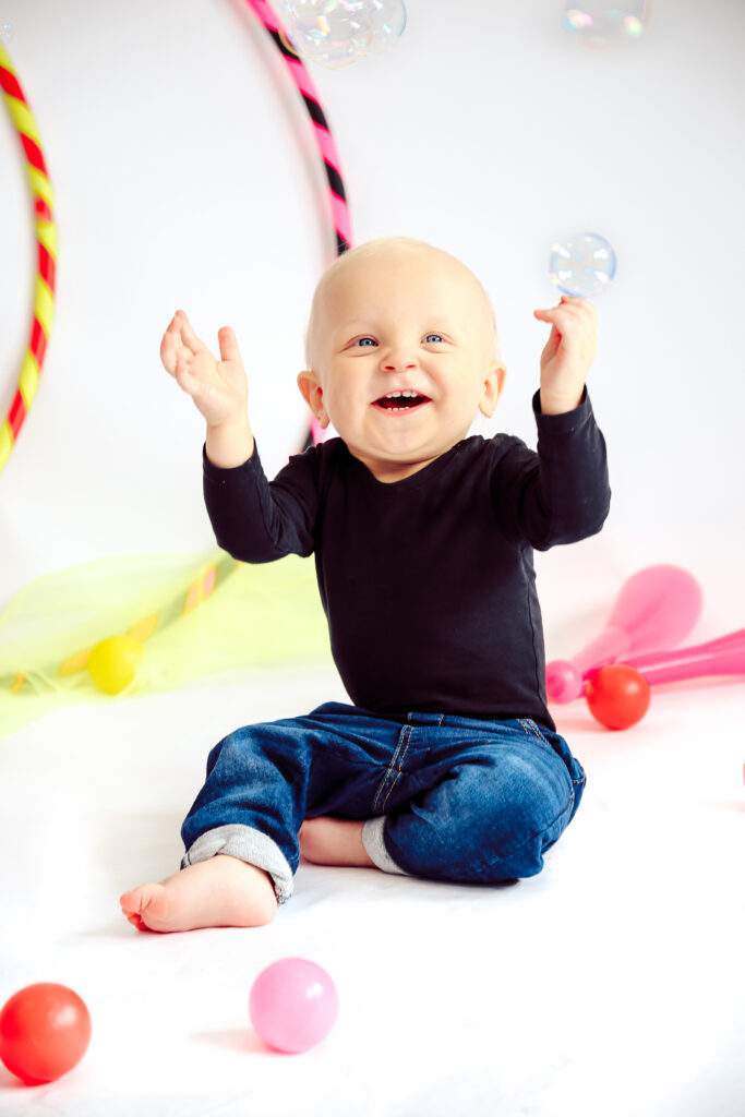 vauvasirkus-liikunnallinen-vauvasirkus-vauvakerho-vauvajumppa-vauvalle-harrastus-sirkus-sirkuskerho-seinajoki-sirkus-sirkusmuudi-sirkus-muudi-vauva-aiti-kerho-vauva-vanhempi-kerho
