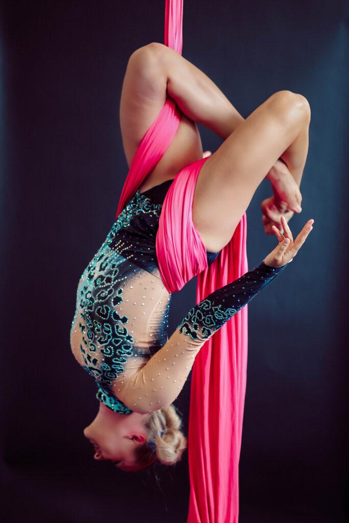 sirkusesitys-sirkus-esitys-etela-pohjanmaa-seinajoki-esittavataide-ilma-akrobtatia-ilma-akrobatia-vertikaalikankaat-